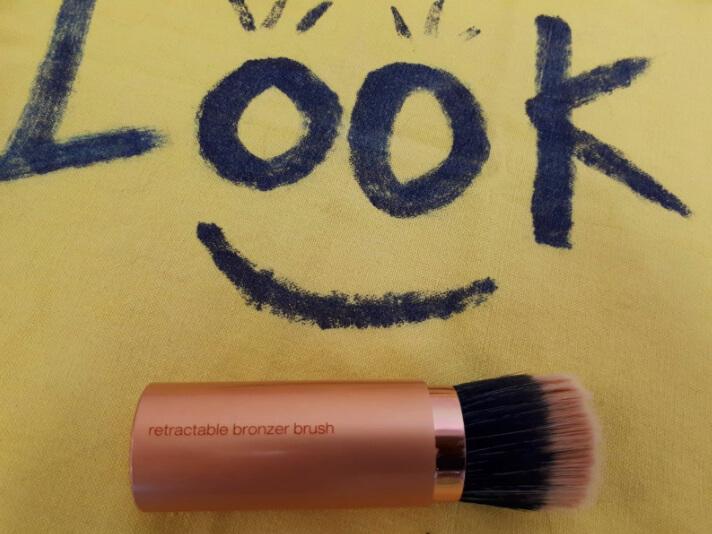 Make-up bronzer brush