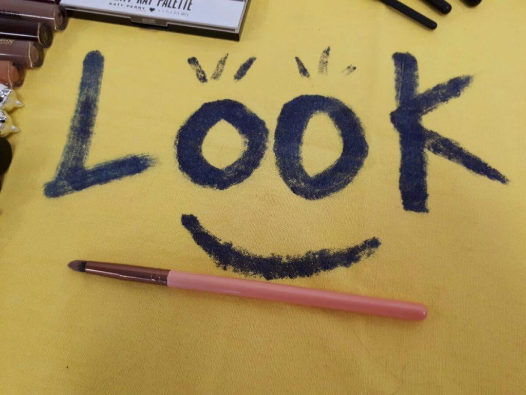 make-up pencil brush